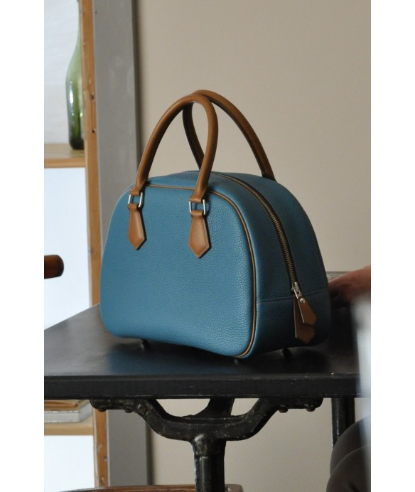 "Sac ""Betty"" en taurillon bleu pour femme. Blue taurillon bag for woman. Made in France"
