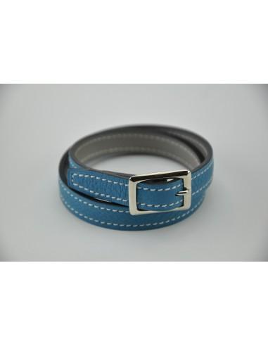 Bracelet en taurillon bleu clair doublé en veau gris. Largeur 12 mm - Tour de poignet 16-17 cm