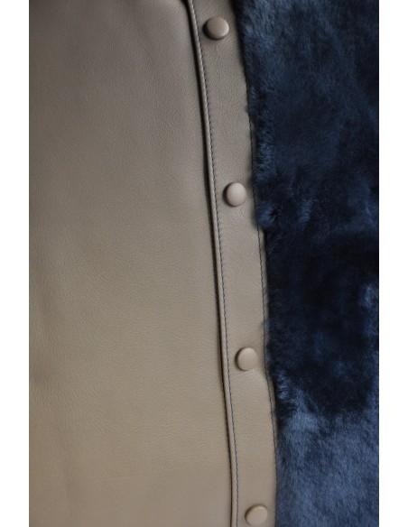 Coussin en veau souple gris et fourrure bleue. Design et Fabrication française