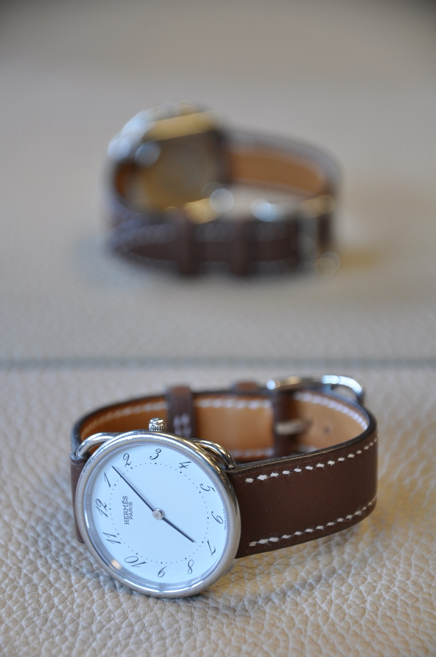 Hermès watch strap tailor-made with brown calfskin, entirely sewing by hand. LE NOËN France