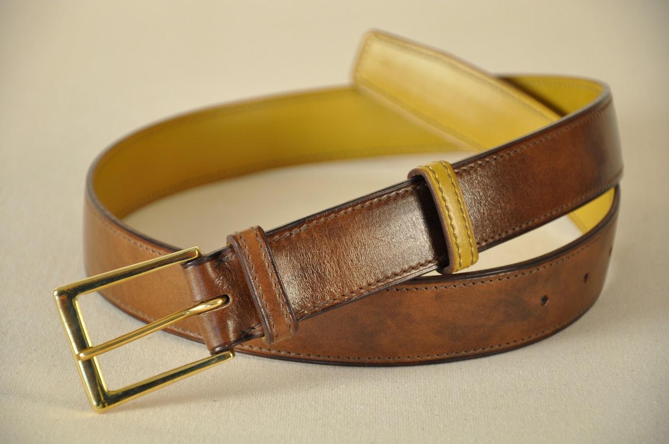 Balt calfskin handmade on size with solid brass buckle. By LE NOËN leather goods savoir-faire.