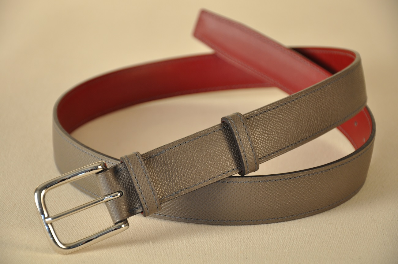 Belt tailor-made in grained calfskin and red box leather. Made by LE NOËN leather goods in Provence.