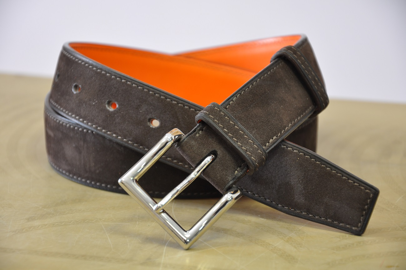 Belt tailor-made with nubuck calfskin and orange calfskin, solid brass buckle, nickel-plated finish. France
