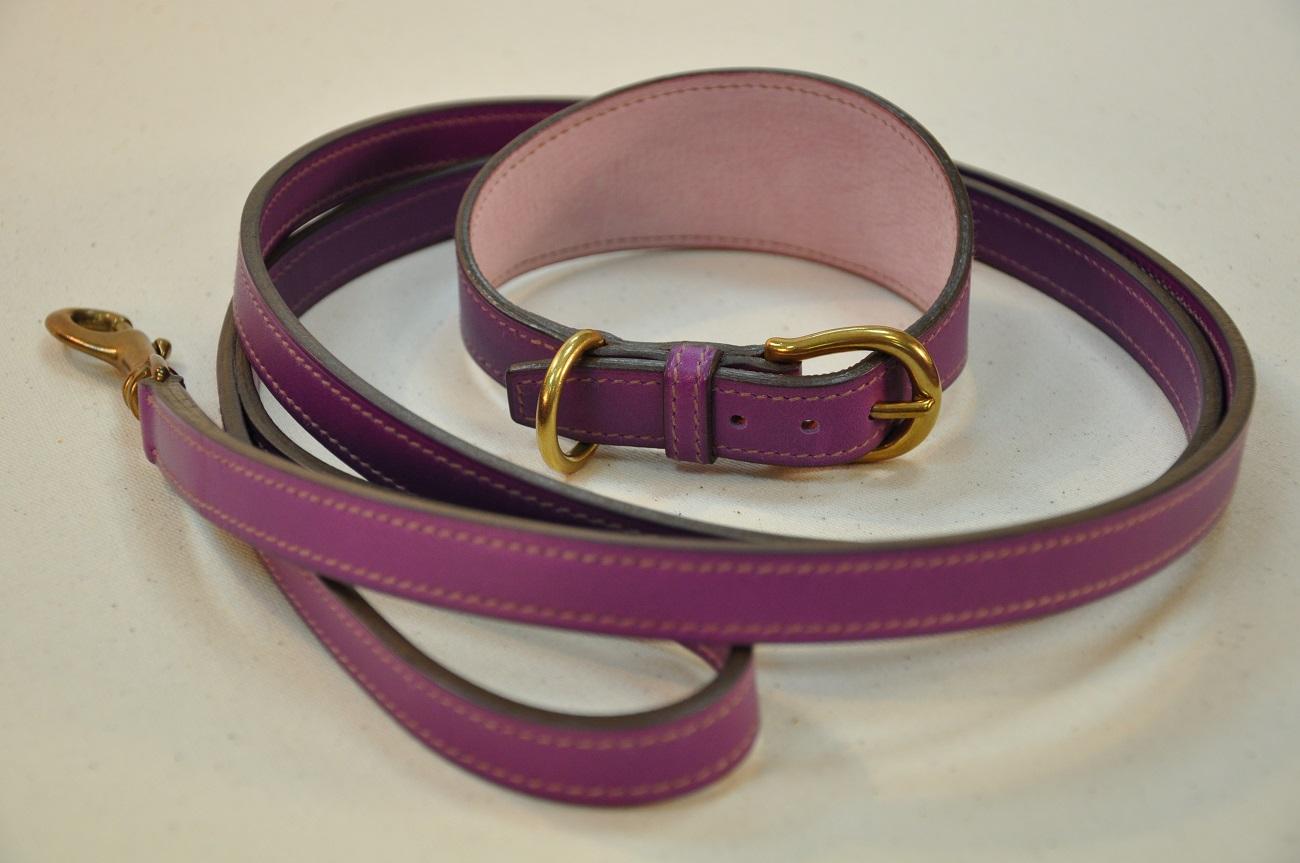 Collier et laisse pour Whippet en veau violet doublés en veau rose. Fabrication sur-mesure par LE NOËN créateur maroquinier en France