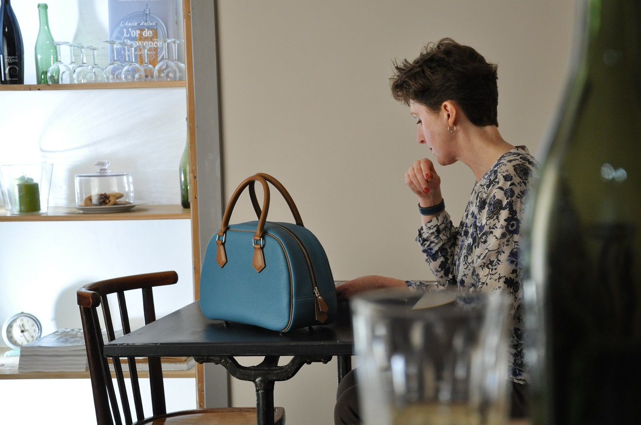 Woman's handbag in taurillon and cowhide made in provence. Luxury leather goods. craftsmen, LE NOËN France