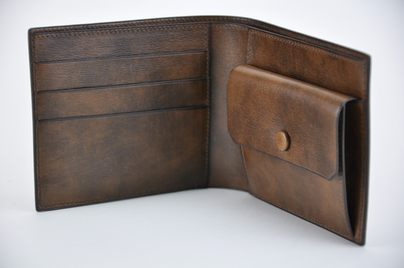 Wallet for man in leather brown calfskin. Custom-made creation with change purse, cards holders and papers. Made in France by LE NOËN leather goods makers. The most finest know-how in luxury fashion.
