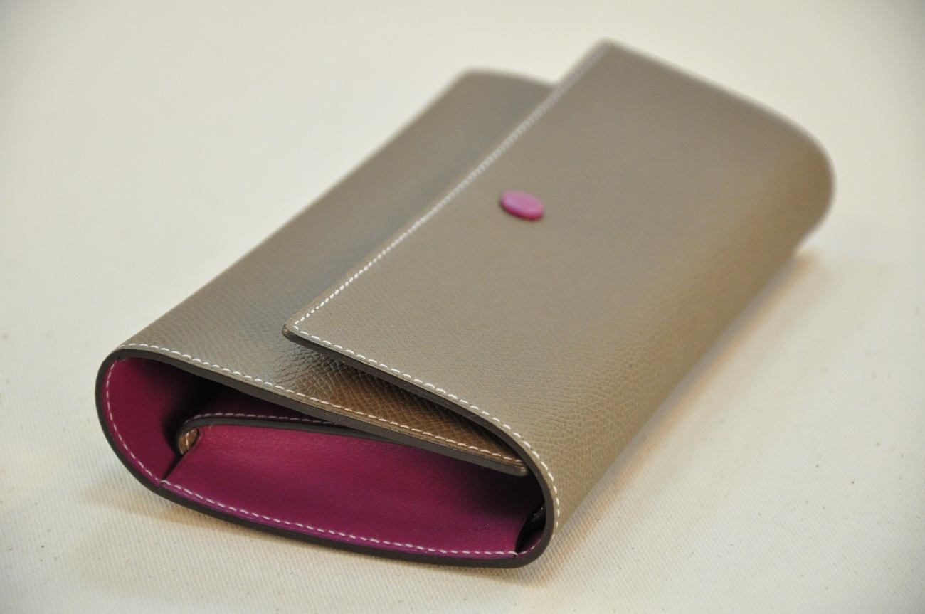Wallet for woman in grained calfskin : puse, bank and identity cards. Hand made in Provence, leather goods makers. France