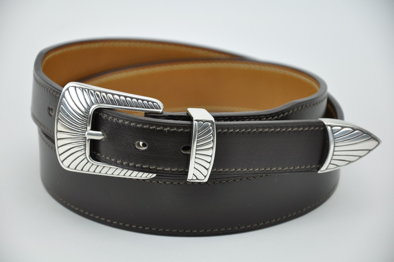 Western belt custom-made in black box calfskin. Hand made in France by LE NOËN luxury leather goods crafstman.
