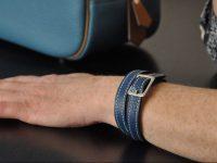 Bracelet bijoux deux tours en taurillon boucle carrée nickelée, le chic Français. Créateur Philippe LE NOËN