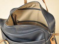 Bagage London Gentleman est doublé en coton avec un aménagement de poches de chaque côté. En plus d'être beau il est fonctionnel. savoir-faire Philippe LE NOËN.