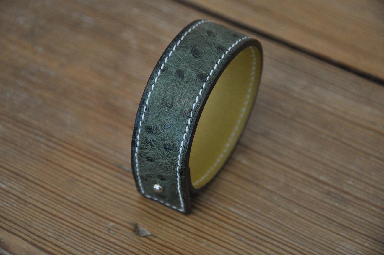 Bracelet en autruche kaki par LE NOËN