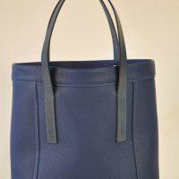 Sac Valentine en taurillon bleu, sac pour la femme citadine. Création LE NOËN France.