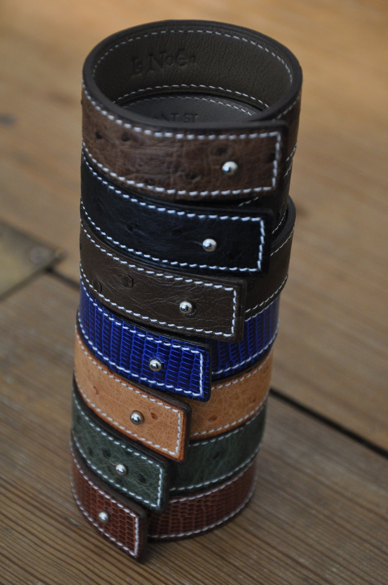 Bracelets jewelry made with precious leathers : ostrich, lizard, alliagtor... Fashion accessories by LE NOËN leather goods in France.