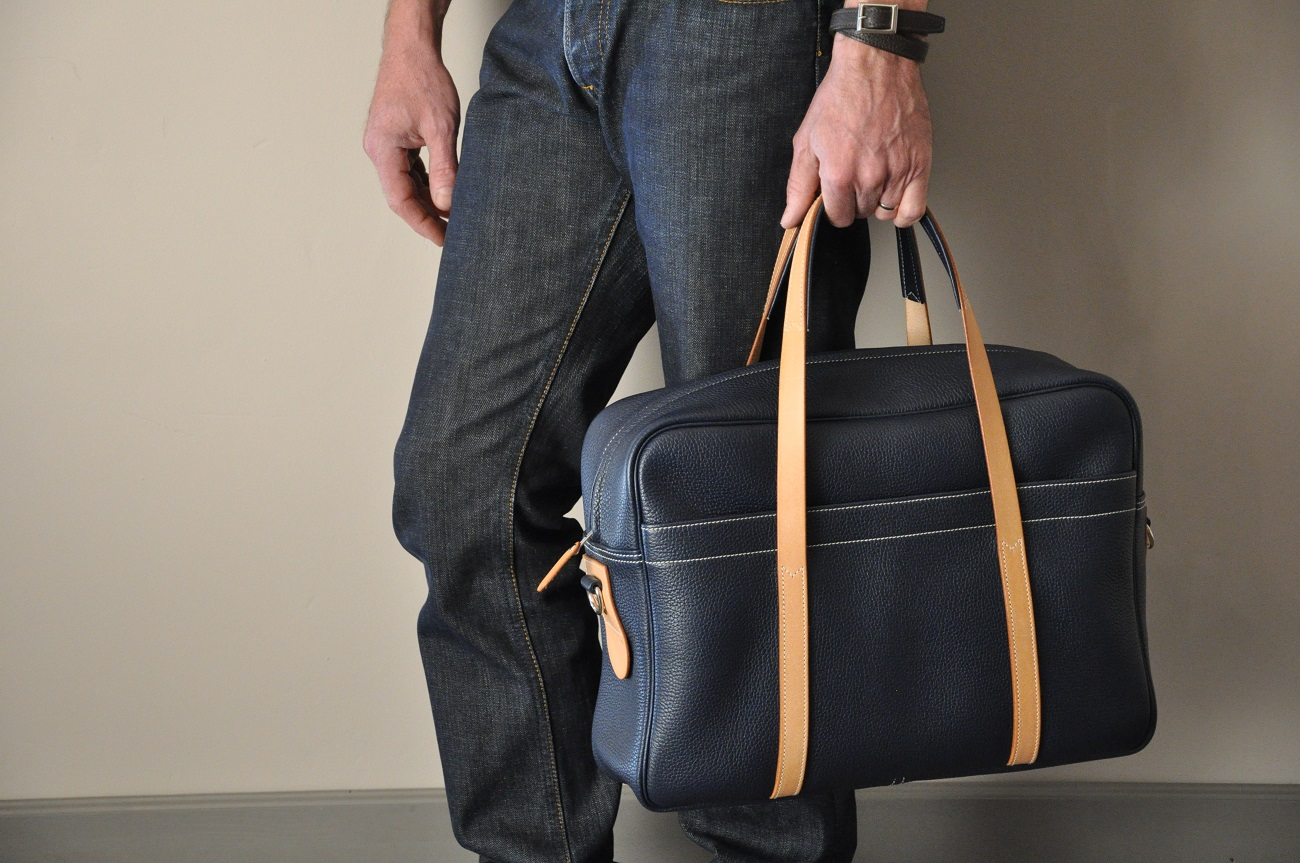 Business or weekend bag for man or woman, made in cowhide by leather goods crafstmen in France. LE NOËN