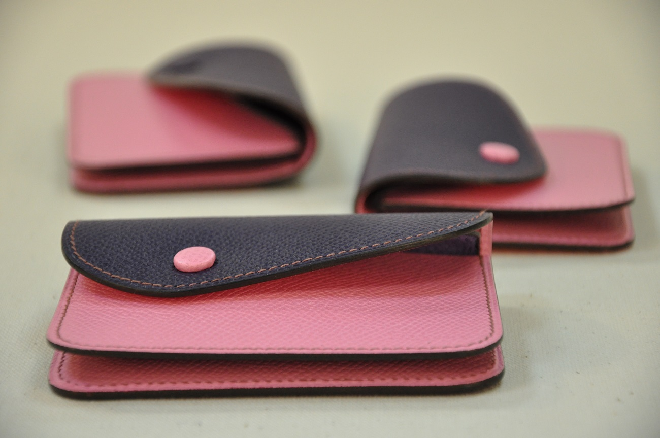 Change purses in grained calfskin made by luxury leather goods in France. LE NOËN